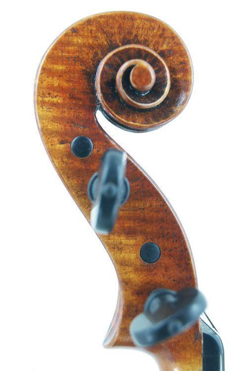 Violin Scroll of new Guarneri Del Gesu violin