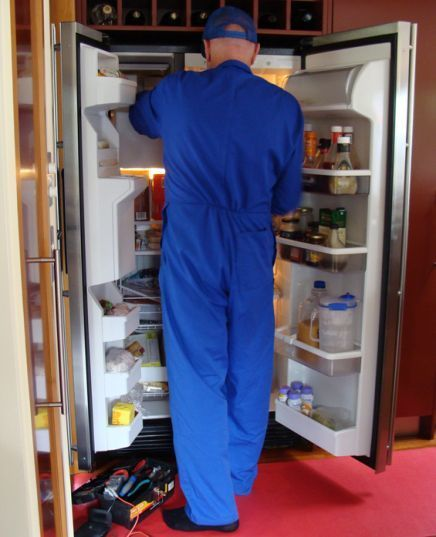 Man reparing a fridge in Auckland