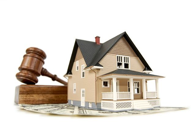 Image of House and Gavel to represent real estate law