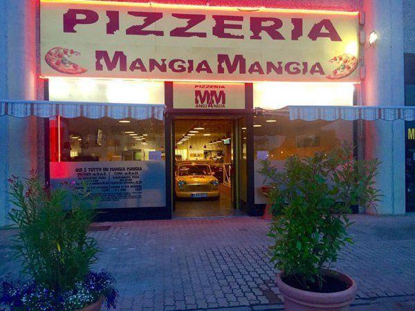 ingresso della pizzeria