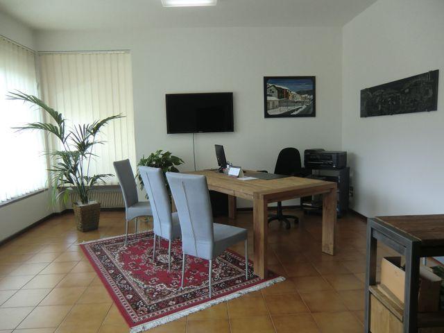 Ufficio elegante con tappeto persiano