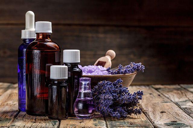 olio di essenza e fiori di lavanda, SA
