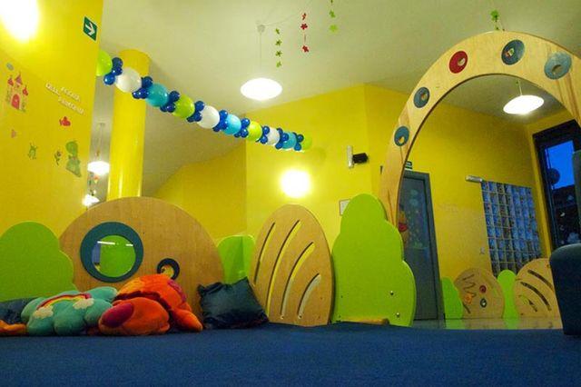 interno di sala giochi per bambini