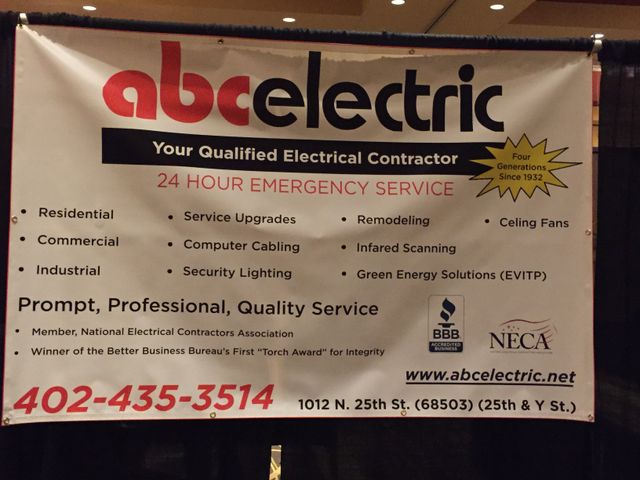 An employee providing electrician services in Lincoln, NE