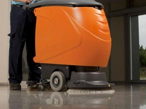 un pulitore pavimenti professionale