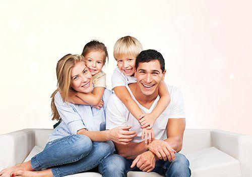 Famiglia sorridendo