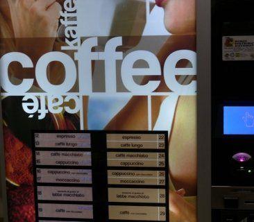 distributore automatico a monete di bevande calde