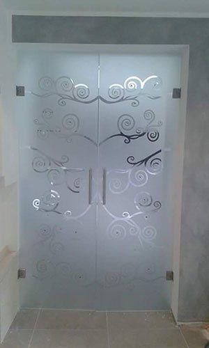 Porte di vetro decorata