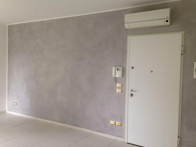 parete grigia di una casa pitturata