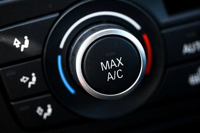 dettaglio manopola regolazione clima auto