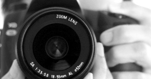 Primo piano dello zoom di una macchina fotografica
