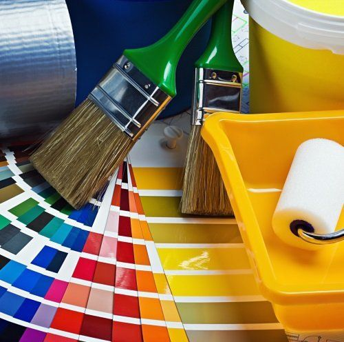 c'è una tabella di colori,pennelli,rullo e una vaschetta,quanto è necessario per dipingere
