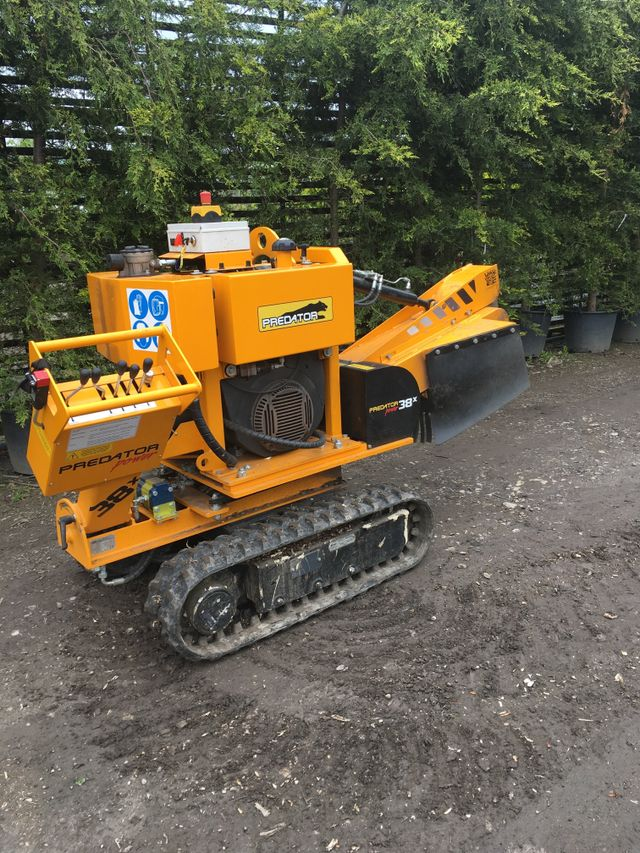 Narrow stump grinder to access all areas
