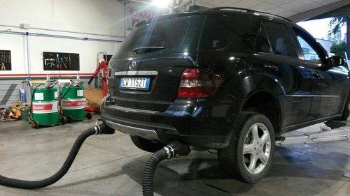 controllo emissioni auto nera