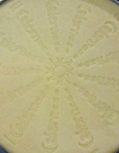 Logo del Calernese sul formaggio in Reggio Emilia