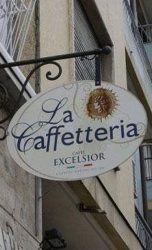 Insegna tradizionale con scritta La Caffeteria