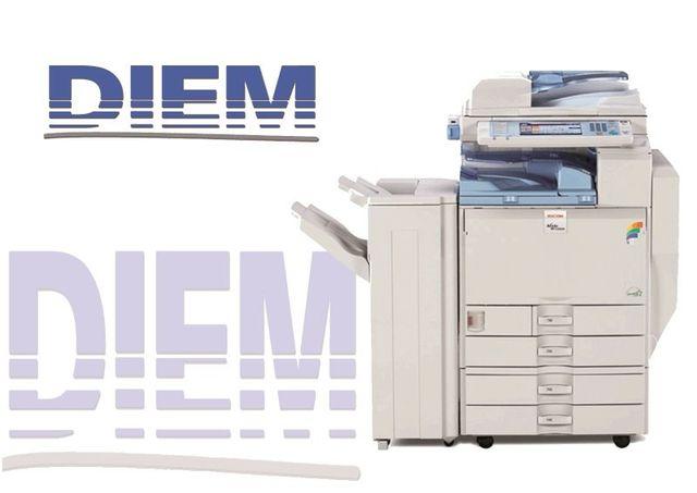una macchina fotocopiatrice per ufficio