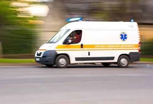 ambulanza su strada