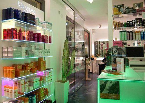 Esposizione prodotti per la cura dei capelli