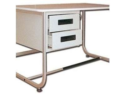 due cassetti sotto una scrivania in metallo