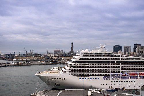 Trasatlantico attaccata al porto