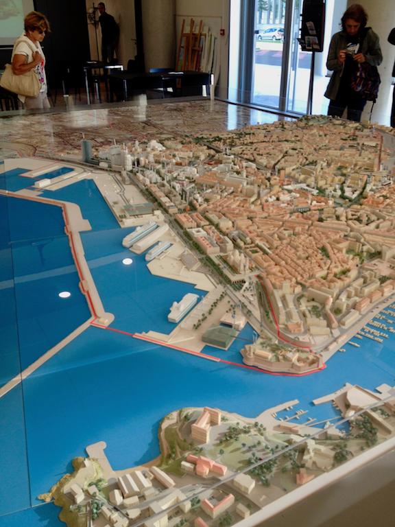 Maquette d'architecture de la ville de Marseille qui montre le projet Euroméditerranée.