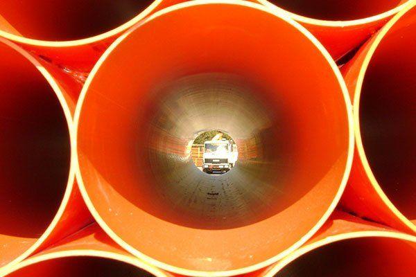 tubi in PVC arancio per scopi edili