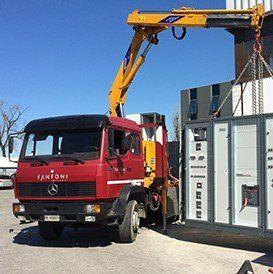 camion con gru a impianti elettrici
