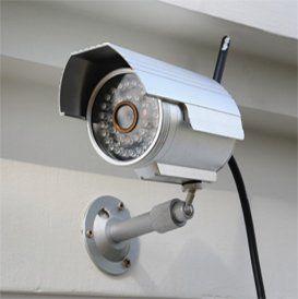 vista laterale di una telecamera di videosorveglianza