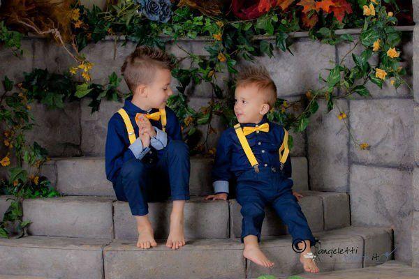 due bambini che si guardano