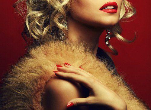 donna con pelliccia