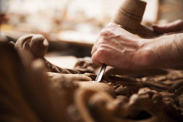 scalpello sul legno