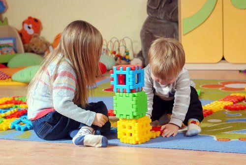 Bambini mentre giocano
