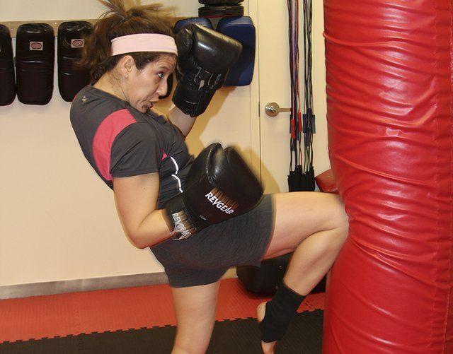 Kickboxing - knee strike