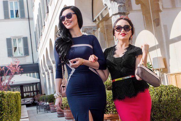 Due giovani donne indossano i vestiti taglie comode a Monterotondo