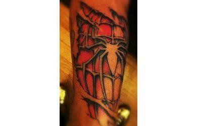 tatuaggio uomo ragno