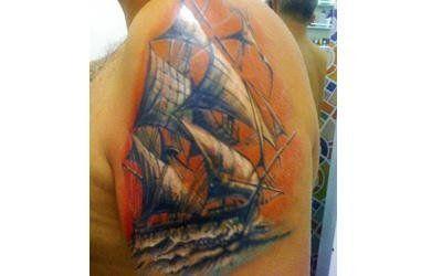 tatuaggio con nave