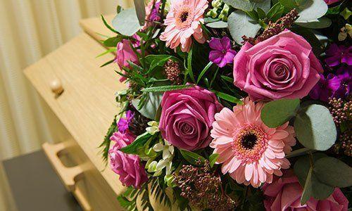 servizio di allestimento floreale per funerali