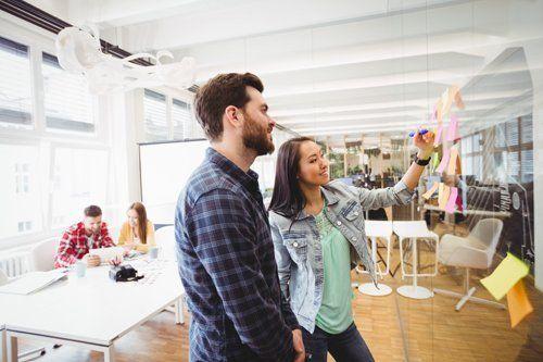 consulenza tra colleghi in design