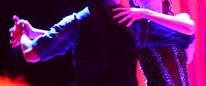Coppia mentre balla