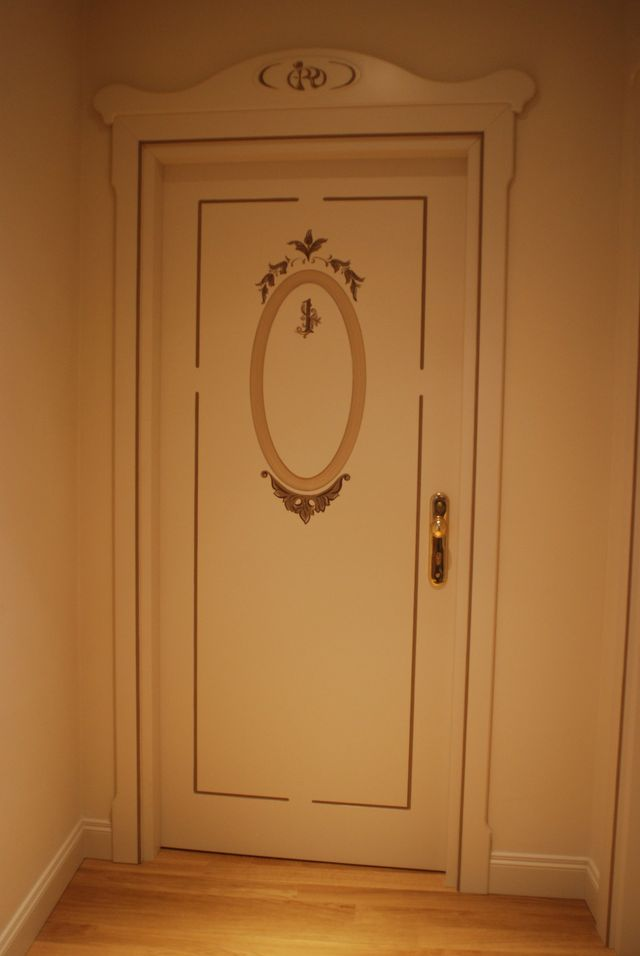 serratura di una porta vista da vicino