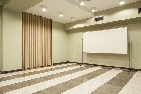 ufficio sala riunioni con bordo