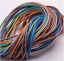 fascio di fili elettrici annodato