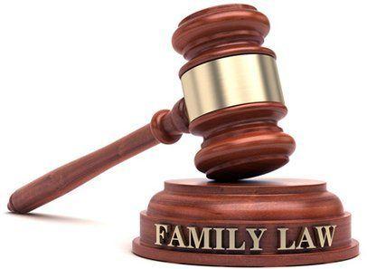 Maza de la giustizia specializzata in diritto familiare