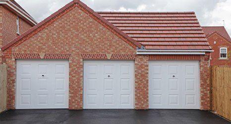 Garage with 3 doors