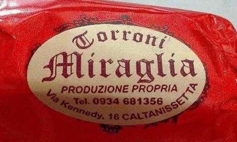 torroncini Torroni Miraglia confezionati con carta gialla,grigia,rossa,azzurra e arancione