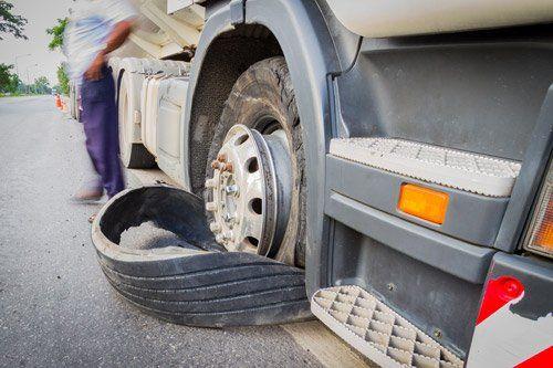 camion durante la perdita di un cerchione