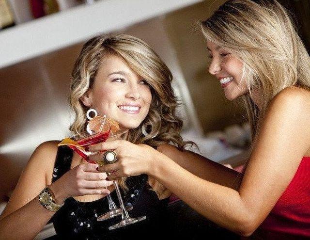 girls in a pub