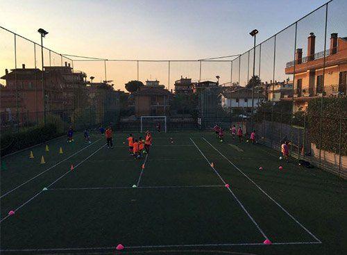 campo sportivo durante un allemanto di calcio