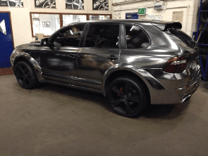 Simon Cox's Range Rover after custom-painting on his alloy wheels
